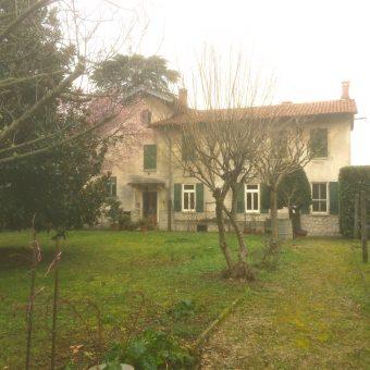 Villa bifamiliare con ampio giardino